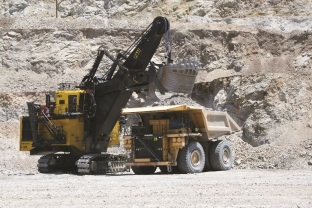 The protoype 2650CX hybrid shovel from Joy Global in action at Mission mine. Copyright: The Intelligent Miner