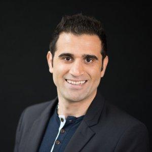 Headshot of Moji Karimi